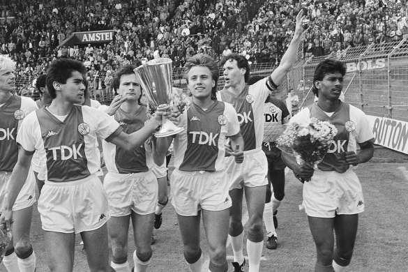 coupe des vainqueurs de coupes football vintage ajax amsterdam