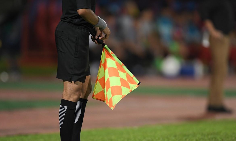 arbitrage football VAR drapeau arbitrage
